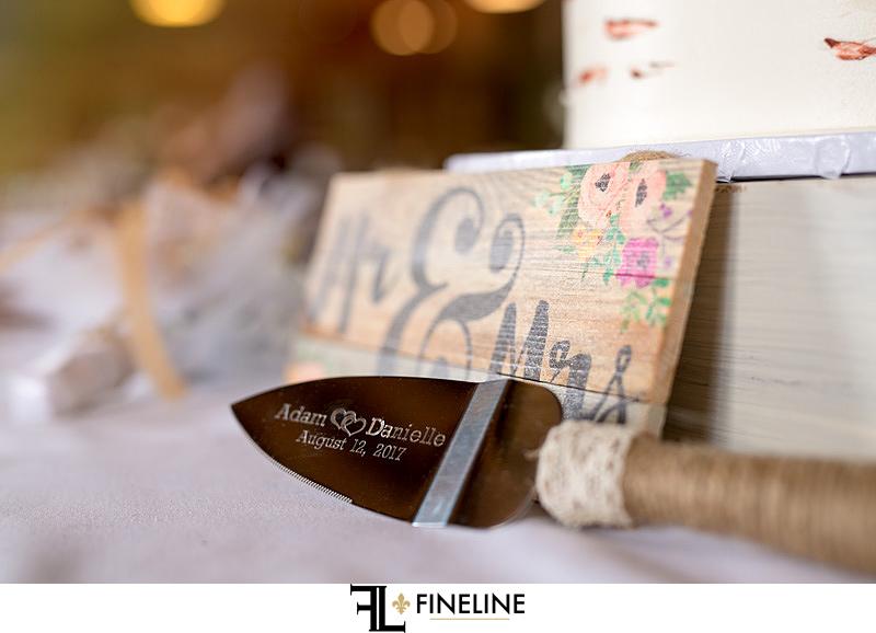 mr and mrs sign with custom cake server