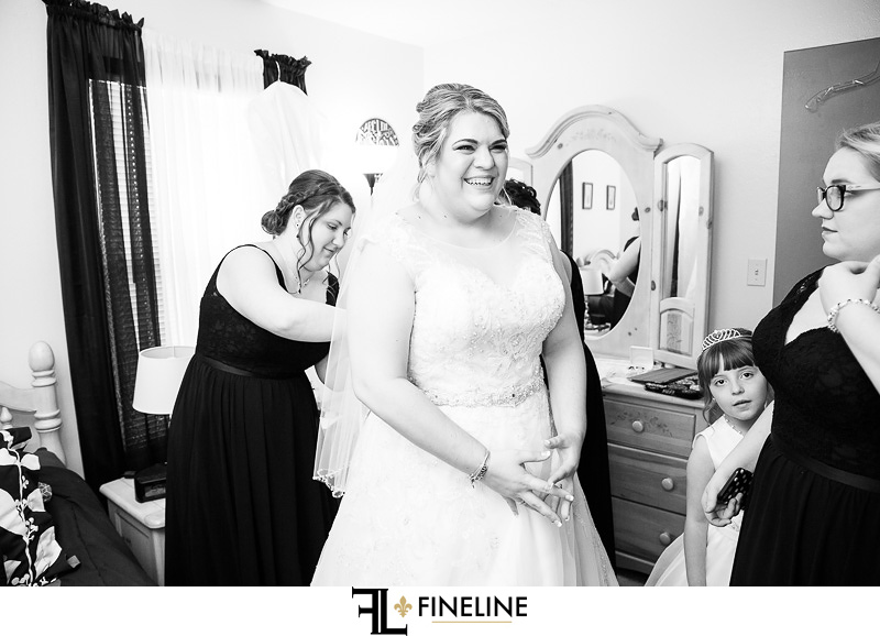Bride getting ready FINELINE Weddings Greensburgh Photography